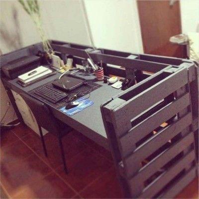 anleitung wie man ein schreibtisch mit paletten machen. Black Bedroom Furniture Sets. Home Design Ideas