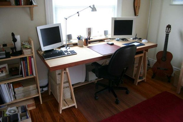 I like this idea. Something smaller than my dining table, but something I can adjust the height on, etc. I think this would be a good work desk for studying.   Picture of Minimalistic Desk