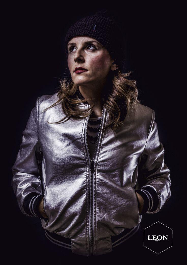 """IL BOMBER é TORNATO!!!!  Nuovo trend di stagione è sicuramente il ritorno del """"bomber"""", in stile """"college americano"""", per un look casual-chic da sfoggiare in ogni occasione. #bomber #silver #ecopelle #woman #girl #fashion"""