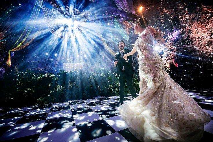 Первый танец непременно должен быть. Интересен светом, ракурсом, динамикой