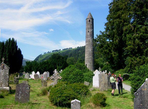 Antiguo asentamiento monático del siglo VI en Glendalough, muy cerca de Dublín, Irlanda