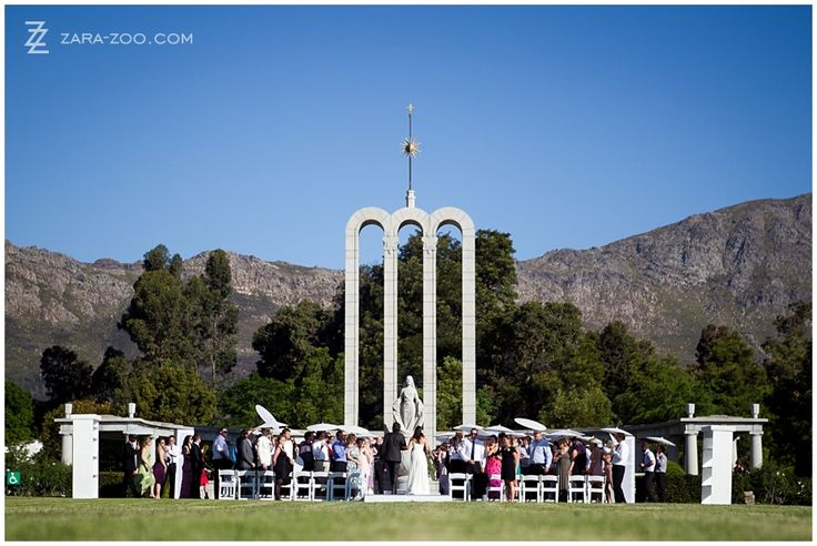 Hugenot Monument in Franschhoek as a backdrop for a wedding ceremony - South Africa - Photo by ZaraZoo