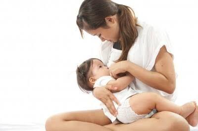 Haber tenido una cesárea no implica no poder dar de mamar a tu bebé. Hay muchos factores que influyen. Descubre la verdad sobre la lactancia tras la cesárea