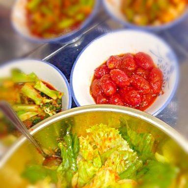娘の学級レクで作ったよ。 辛いのダメな人は、ガムシロップを入れるといいんだって〜! 近所の焼肉屋さんが来て教えてくれたの(*^_^*) - 5件のもぐもぐ - 自家製キムチ ☆トマト ブロッコリー レタス アスパラ☆ by AkiNagaoka