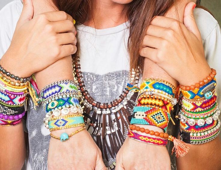 bracelets tissés ou tressés d'inspiration brésilienne à retrouver sur http://www.bijoux-et-charms.fr/48-kim-zozi