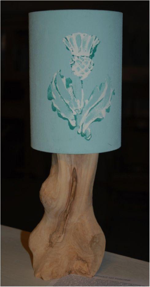 Lampje met olijfhouten voet en kapje geschilderd met Annie Sloan Chalkpaint