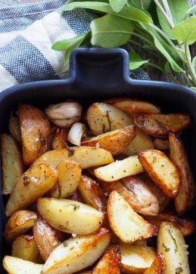 Jada, det er disse potetene du vil ha som tilbehør til steken. Eller kanskje du vil sløyfe steken og bare ha poteter med en god grønn salat som tilbehør. En grønn salat med en syrlig dressing tenker jeg hadde passet godt. For hvem liker ikke fløtegratinerte poteter? Og disse fløtegratinerte potetene er de beste! Det [...]Read More...