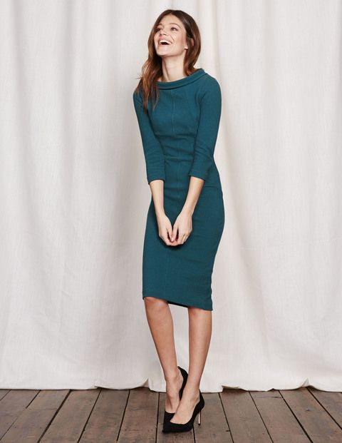 Never ones to rest on our laurels, we've taken a favourite fitted dress and given it a retro makeover with a vintage-inspired collar. Choose between subtly textured solid colour and a smooth leopard-print version, both in our favourite flattering Ponte fabric.
