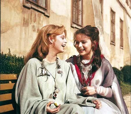 Miroslava  a Libuše Śafránkové pri nakrúcaní rozprávky Malá morská víla 1976