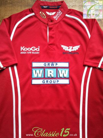 Relive Llanelli Scarlets' 2005/2006 season with this vintage Kooga home rugby shirt.