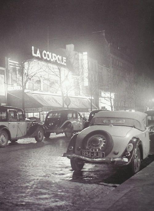 Pierre Jahan- Le café La Coupole, Montparnasse, Paris, années 1930    Source: thegiftsoflife