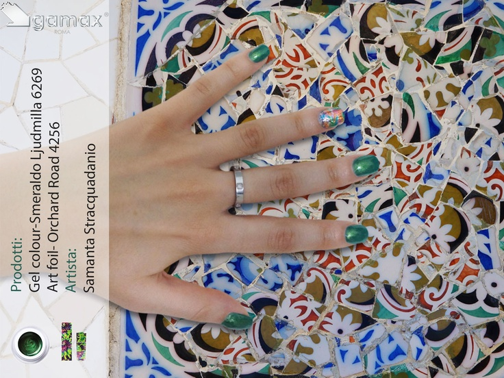 Gamax al Parc Guell di Barcellona (mosaico di Gaudì)