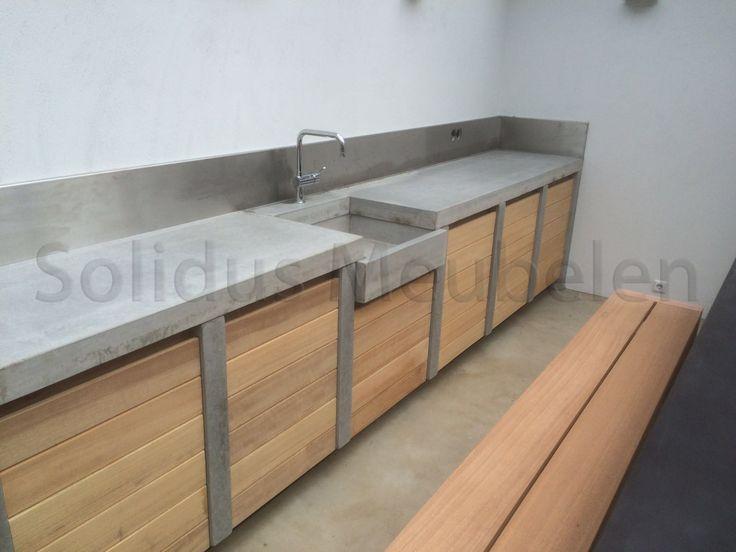 op maat gemaakt, buitenkeuken van hout en beton