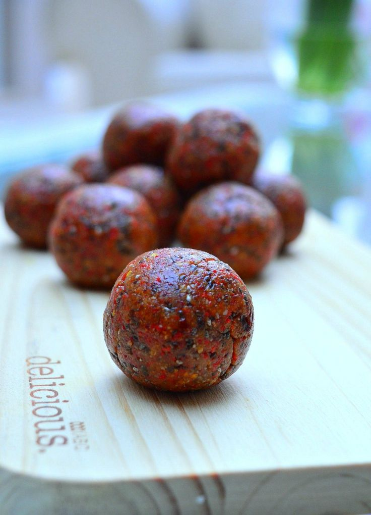 A recipe for Thermomix Goji Berry Bliss Balls packed with almonds, sunflower seeds, Goji berries and Chia seeds. The perfecting energy saving snack.