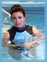 Freizeitaktivitäten: Schwimmschule Aquabell Schwimmlehrerin Frau Zeitler im Wasser