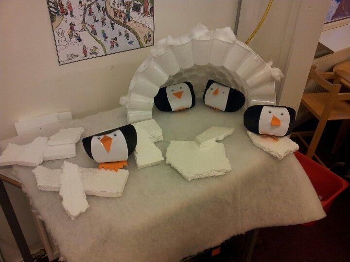 3d knutsel: Iglo van plastic bekertjes met pinguïns!