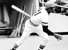 15) Roberto Clemente ganó jugador más valioso de liga nacional en 1966 y ganó jugador más valioso por campeonato de béisbol en EE.UU. en 1971.