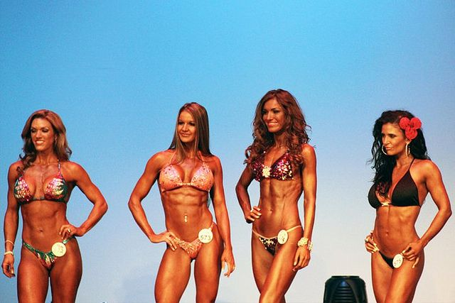 WBFF Diva Fitness Models Heather Green, Diana Chaloux, Svetlana Romanova, Ana Tigre at WBFF World Championships 2010.    Online weight loss programs, fitness model programs, bikini model programs available now at www.HitchFit.com     awesome video!http://designerappplatform.com/customized-fat-loss/