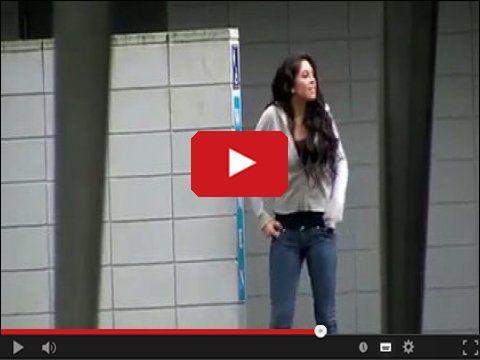 Zabawne zakłopotanie lub niezręczna sytuacja - dziewczyna posikała się..  http://www.smiesznefilmy.net/zrobila-siku-w-spodnie  #siku #pissing #girl #zeszczała
