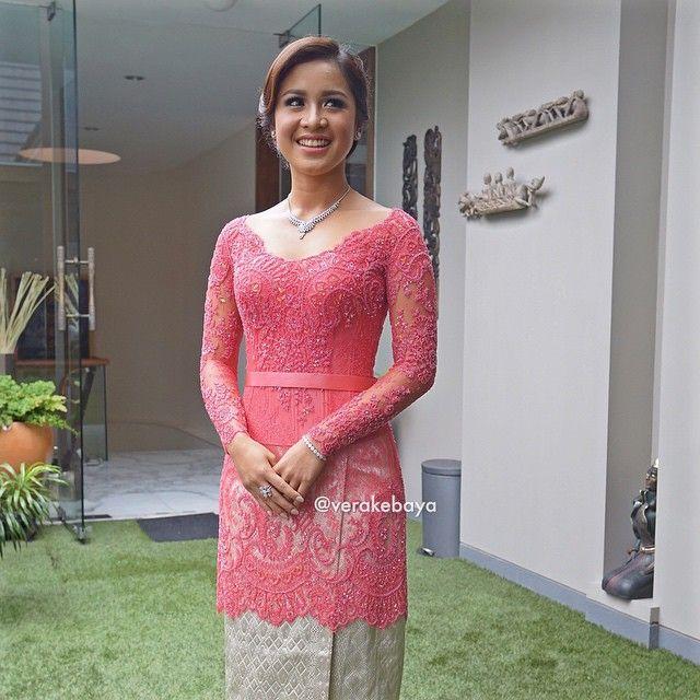 #kebaya #lamaran #engagement #lace #beads #swarovski #songket #padang