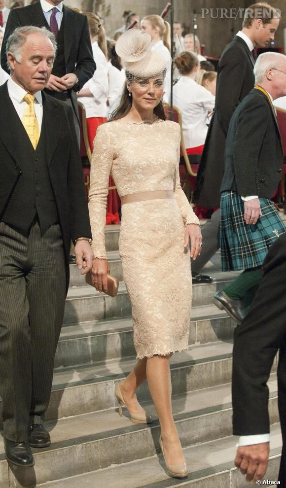 PHOTOS - Kate Middleton en élégante robe dentelée.