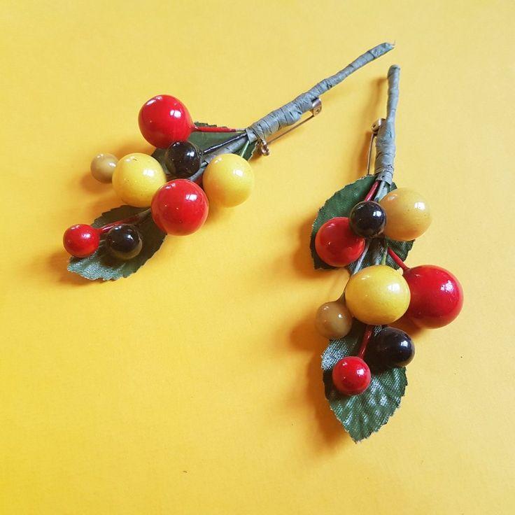 Spring vintage berries brooch