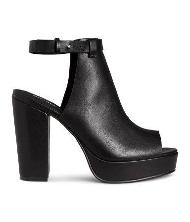 Black. Platform sandals in imitation leather. Covered heel, adjustable ankle…