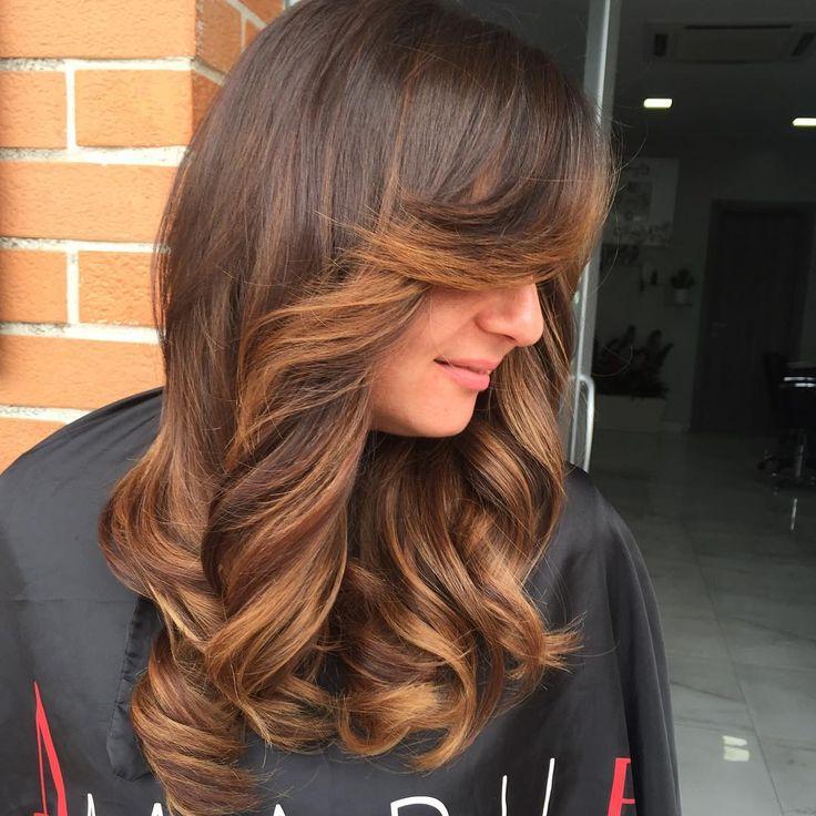 Bronde nocciola... Non c'è bisogno di diventare bionde per  Ottenere luce..... Con le nostre schiariture illuminerai i tuoi  Capelli nel modo più naturale possibile ☀️- [ ] #napoli #milano #torino #roma #bari #giugliano #villaricca #marano #mugnano #shatush #capelli #parrucchieri #neasy #voga #teatroposillipo #posillipo #hair #hairstyle #beauty #top #style #extension #hairextension #capri #procida #ischia #ammot