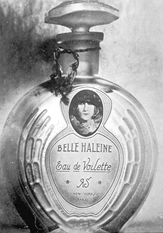 En 2009 chez Christie's, lors de la vente d'une collection Yves Saint Laurent / Pierre Bergé, ce flacon à parfum « Belle Haleine - Eau de Voilette » et son étui en carton signés Marcel Duchamp (1921) ont été adjugés 8 913 000 euros (sur une estimation de 1 000 000 à 1 500 000 euros) .