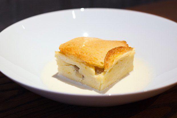 Английский «Хлебный пудинг» сзаварным кремом. Изображение №2.