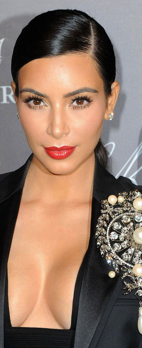 Kim Kardashian is on the cover of Vogue again...and it's pretty gorgeous