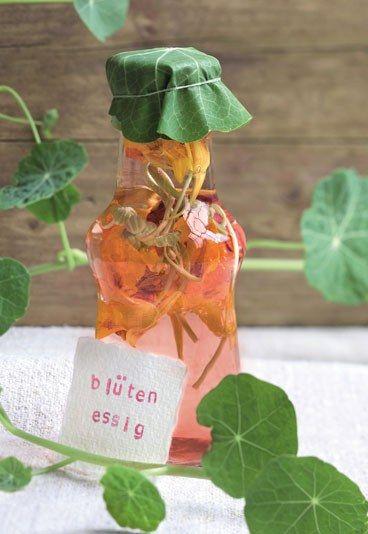 Kapuzinerkressen-Essig - Rezepte & Ideen für Geschenke aus dem Garten