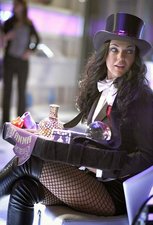 Serinda Swan as Zatanna - Smallville  http://comic-kingdom.blogspot.com/2014/08/zatanna-smallville.html