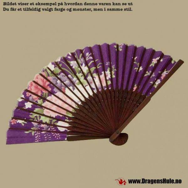 Vifte: Orientalsk, foldbar, assorterte blomstermotiv fra DragensHule. Om denne nettbutikken: http://nettbutikknytt.no/dragens-hule-no/