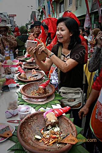 """Rujak Uleg Festival.@Sepeda Motor """"Rujak Uleg"""" Festival  Indonesia have different kind of Rujak or Rojak, there is Rujak Uleg or Rujak Manis.  Rujak uleg, is one of traditional foods which commonly come from East Java, especially from Surabaya. Rujak uleg is kind of salad with shrimp paste sauce that pestle with bean, chilli and garlic. While, the salad is about cucumber, bean sprout, water spinach, cake rice or lontong, tofu, soy bean cake or tempe, pineapple."""