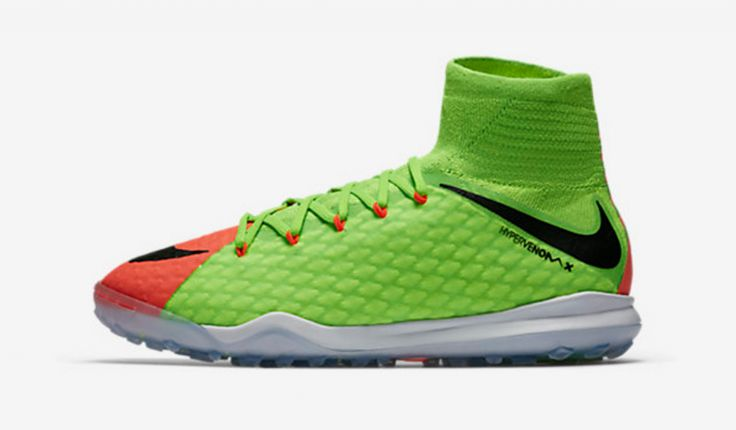 Nike JR HypervenomX Proximo II Dynamic Fit TF for our young boy football players.