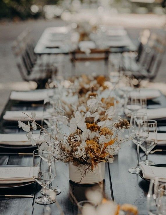 Minimal modern fall wedding at Hummingbird Nest Ranch with all dried flowers | R…