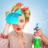 Kies voor de gemakkelijke optie Je kunt je microgolfoven eigenhandig ontvetten met een sponsje en schoonmaakmiddel. Of je kunt azijn het wer...