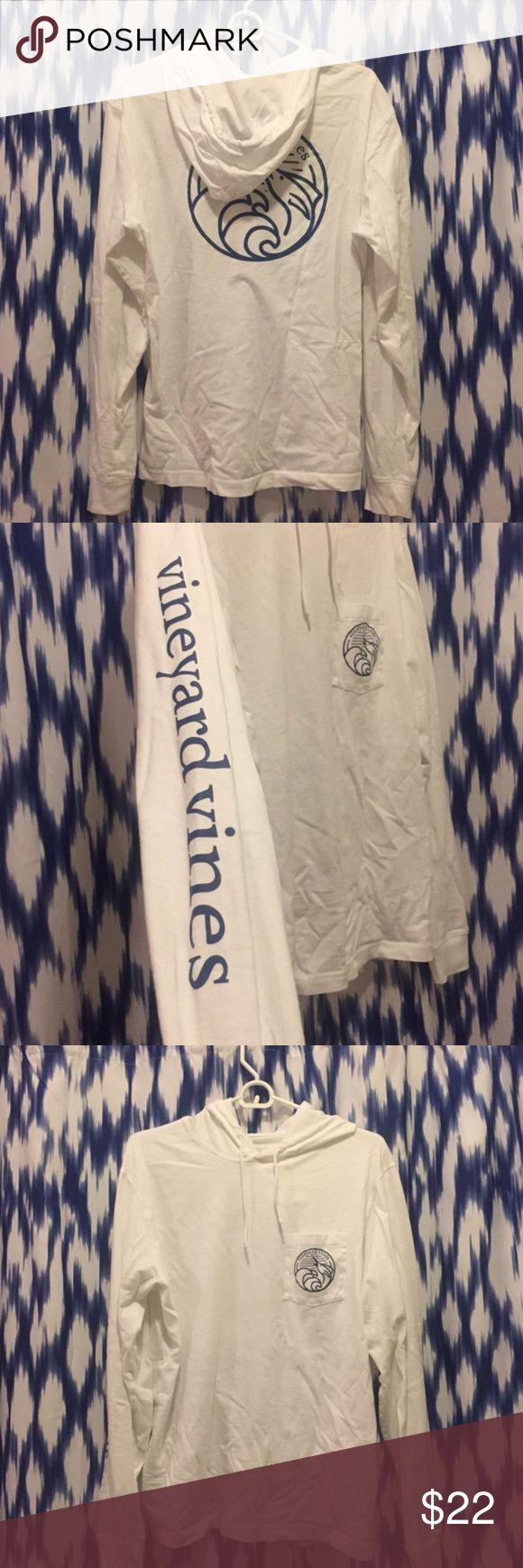 Vineyard Vines XS Tshirt Hoodie White mens, XS Tshirt hoodie, like new! Vineyard Vines Shirts Tees - Long Sleeve