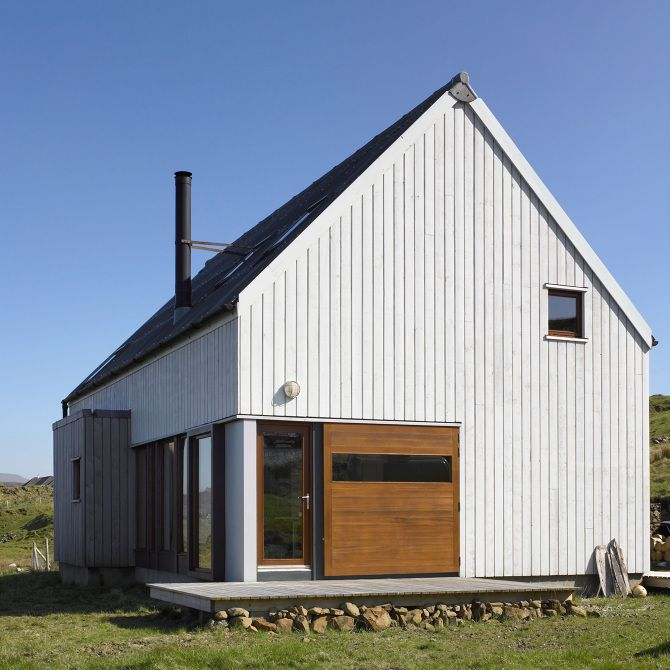 Milovaig - The Wooden House - Rural Design Architects - Isle of Skye and the Highlands and Islands of Scotland 木の外壁、初めから白色塗装かわいい、経年変化どうかな?