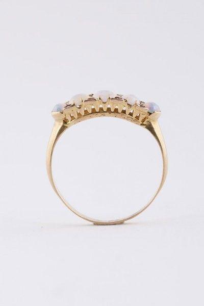 Antieke victoriaanse ring met opaal