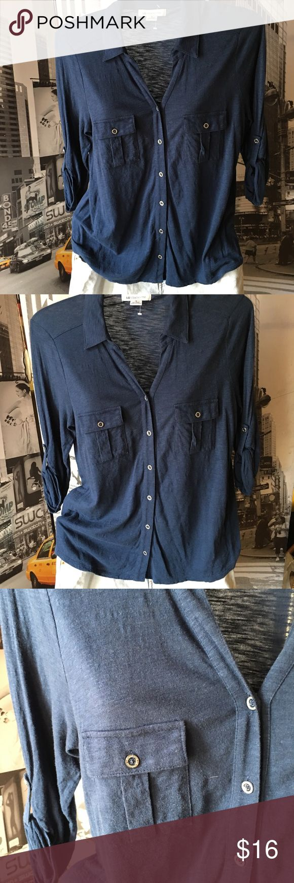 Liz Claiborne button top (M) Soft Confortable blouse for any occasion-❤️ Looks great with any jeans or skirt 😵love the way it looks sporty or dressy Liz Claiborne Tops Button Down Shirts