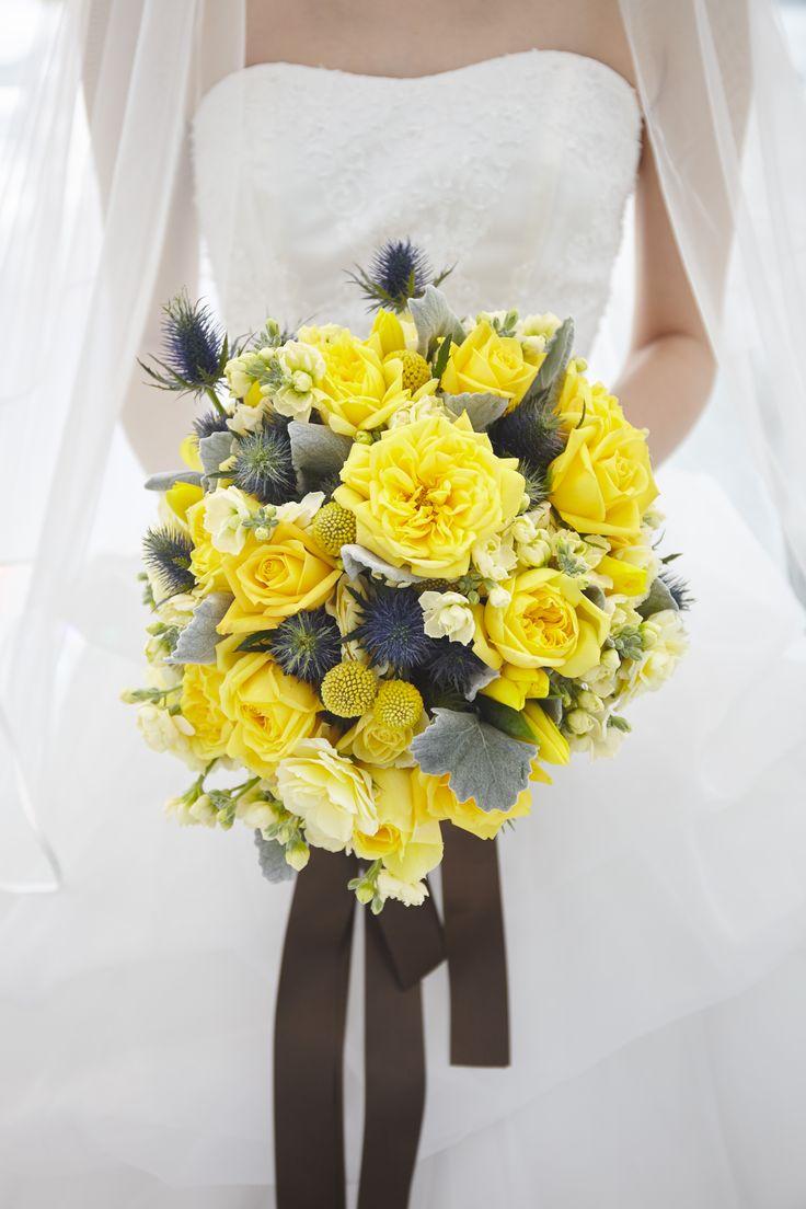 黄色いバラと組み合わせたシルバーリーフにブラウンカラーのリボンで束ねたブーケ   #VressetRose #Wedding #yellow #orange #…