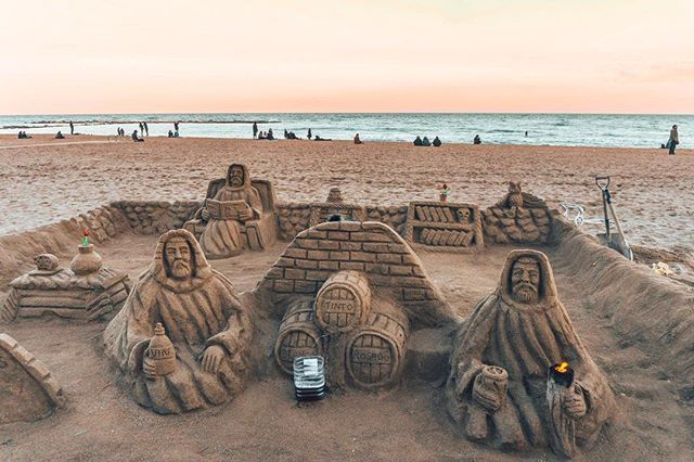 Local artists of Barcelona gather weekly to create amazing sand sculptures along Barceloneta beach. Ever seen such detailed sand sculptures? #havesomecolor