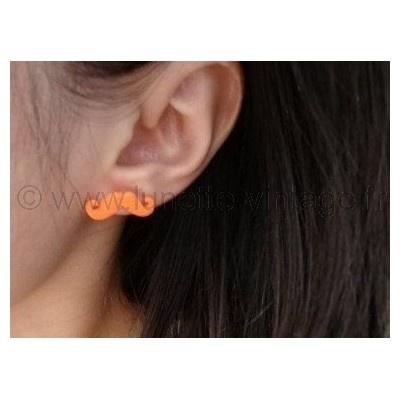 Boucle d'oreille forme #moustache orange fluo