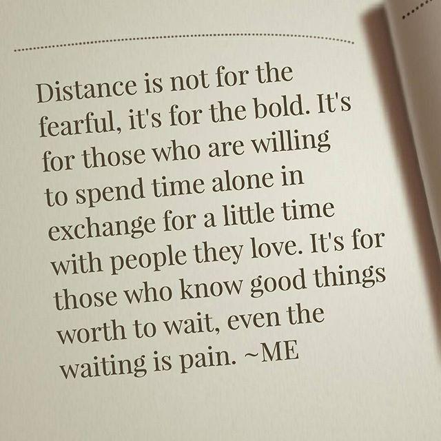 """""""La distancia no es para los temerosos. Es para los atrevidos. Es para aquellos que están dispuestos a pasar tiempo solo a cambio de un poco de tiempo con la gente que aman. Es para aquellos que saben cosas buenas vale la pena esperar, incluso la espera e (Relationship)"""