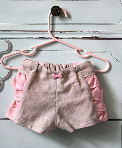 Ruffled Bloomers Pattern and #Sewing #Tutorial - how cute!