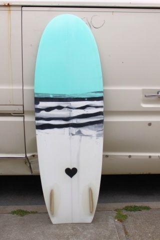 twin fin: Surfing Boards, Beaches Life, Color Heart, Art Ideas, Surfing Art, Surfboard Design, Heart Design, Surfboard Art, Beaches Living