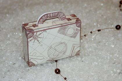 12 best images about bo te mariage voyage on pinterest vintage suitcases d - Valise carton vintage ...