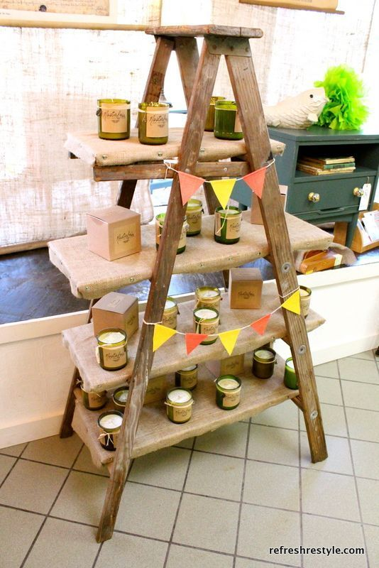 How to use a ladder for display. might do this in my dining room for christmas. found an old ladder on the roadside.